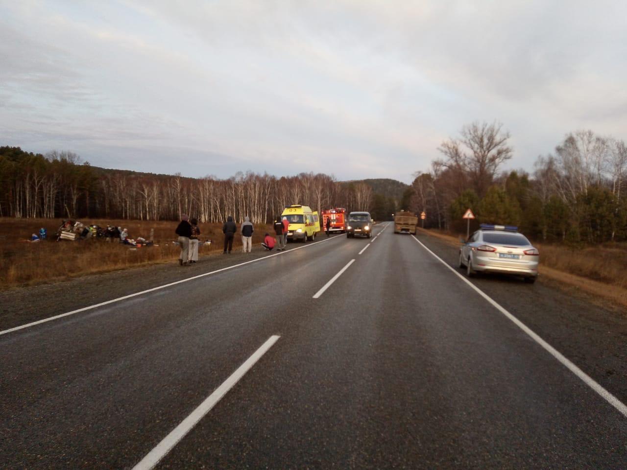 Семерых пассажиров и водителя доставили в местную больницу