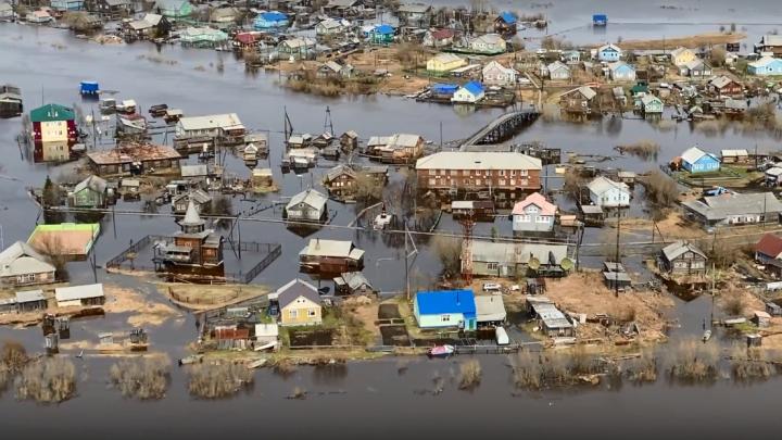 Дома и церковь в воде: смотрим на видео, как затопило село в НАО