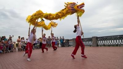 Зажигательные танцы и ритмы барабанов: как в Самаре отметили День города