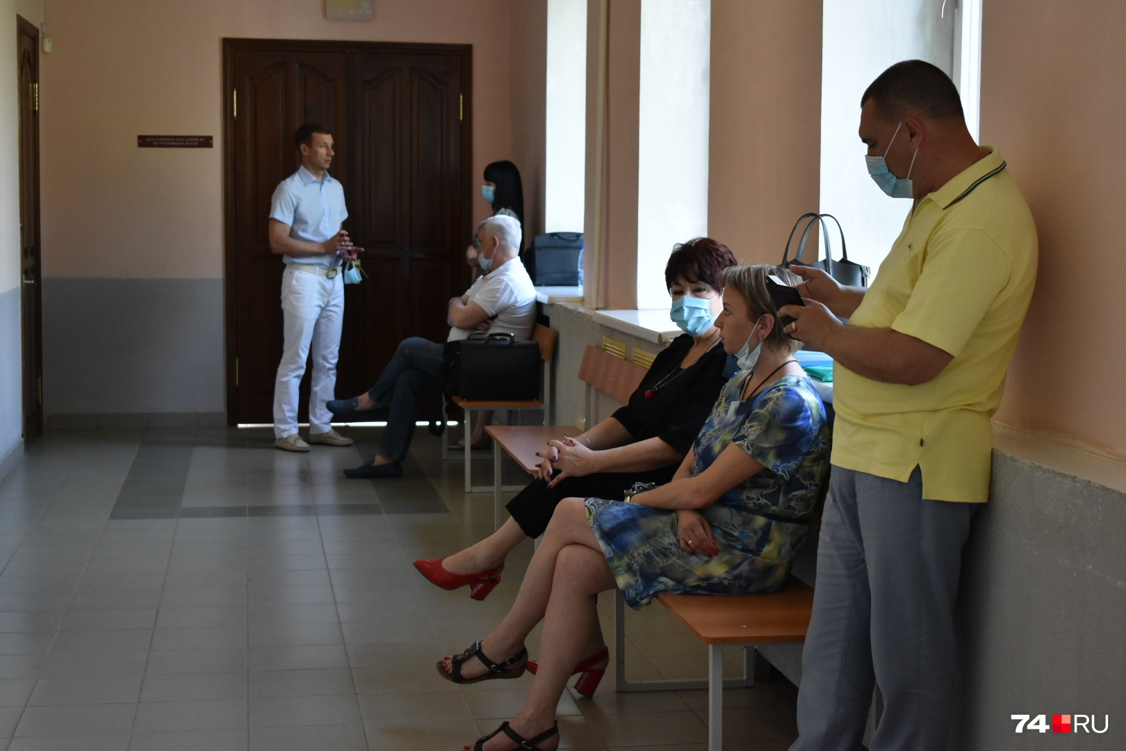 В зал заседаний по-прежнему пускают лишь участников процесса и свидетелей