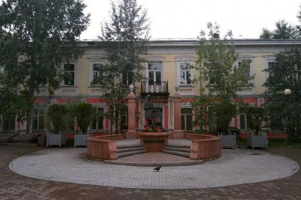 В этом доме Ленин ждал решения о месте своей ссылки. Позже он отправится в Шушенское