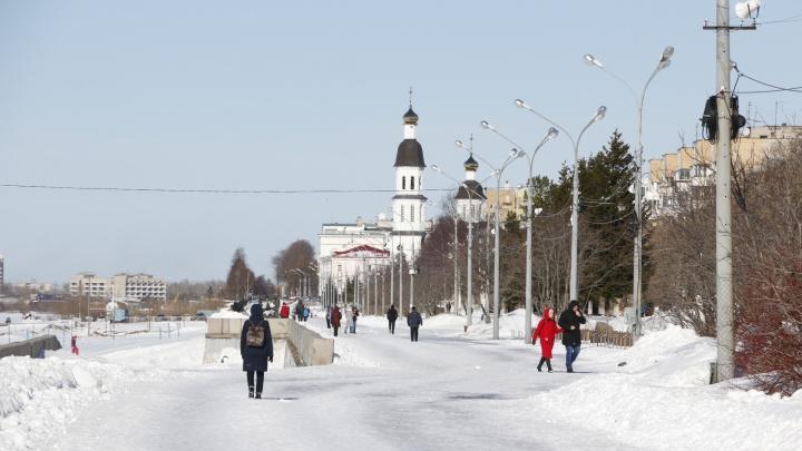 Ходить не запрещено: смотрим, как жители Архангельска гуляют на карантине