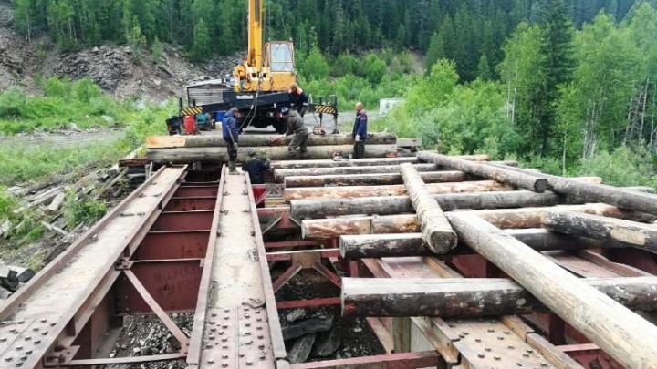 Через два дня дорожники откроют движение по мосту на юге края, который разрушило паводком
