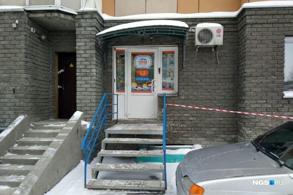 Частный детский сад «Город детства» находится на цокольном этаже многоэтажки в районе площади Трубникова