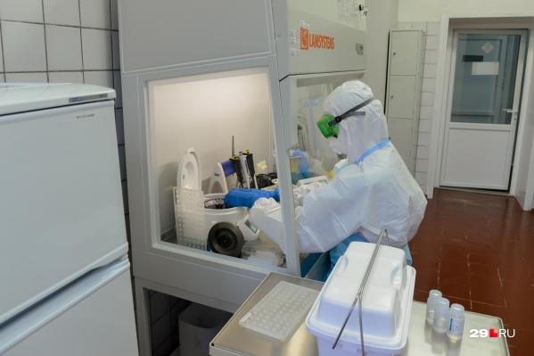 Изменения коснулись и процедур, связанных с заболевшим: его выписывают, если приходит один отрицательный тест<br>