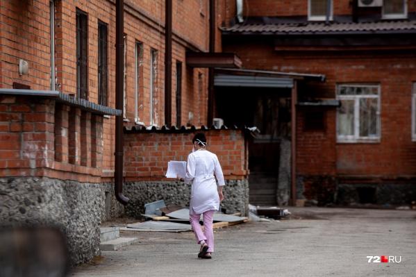 Студенты медуниверситета опасаются проходить практику в ковидных госпиталях. Но отправлять их туда не будут, так говорят в вузе