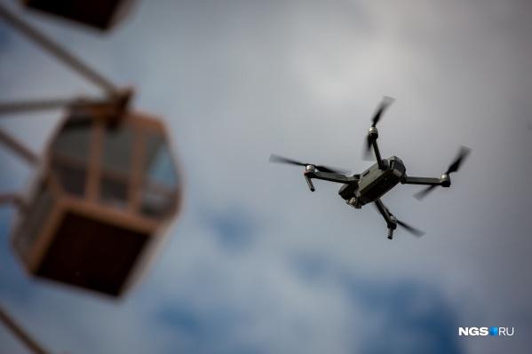 В последние годы полёты коптеров над городом сильно ограничили, и теперь в погоне за впечатляющими кадрами их владельцы порой идут на серьёзный риск
