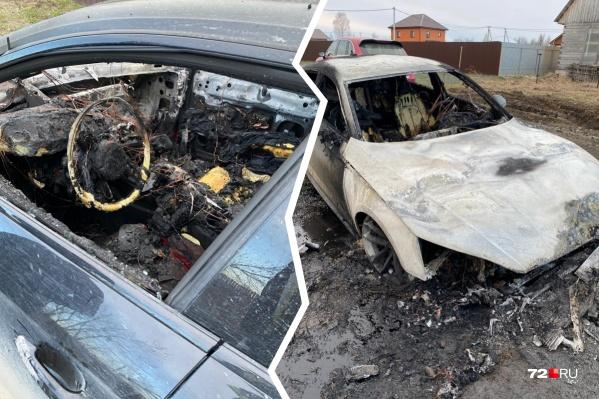 Владелец автомобиля уверен, что автопожар — дело рук недоброжелателей. Но официальных подтверждений этому пока нет