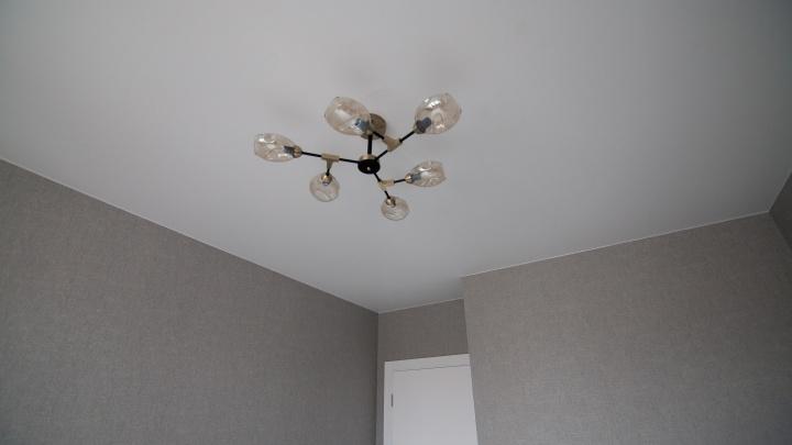 Глянец уже не в моде: выбираем актуальный и долговечный натяжной потолок