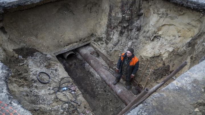 Всего через полгода после аварии: в Волгограде начали менять трубы на месте крупных коммунальных порывов