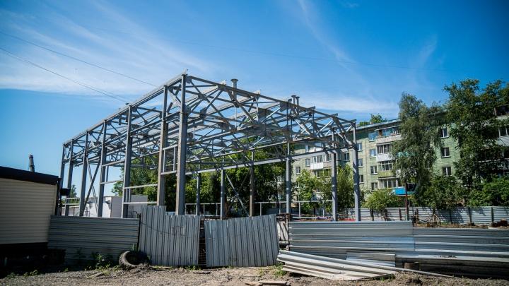 В Новосибирске начали возводить новое здание для насосной станции, которая рухнула в прошлом году