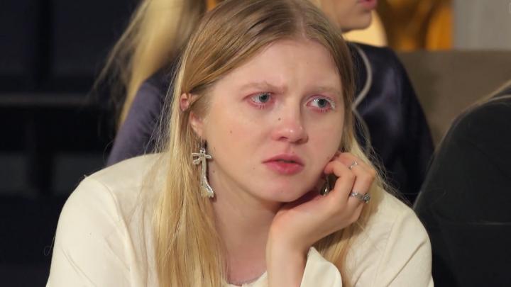 «Стресс в осоловелых формах»: блогер из Архангельска поселилась в особняке с участницами «Холостяка»