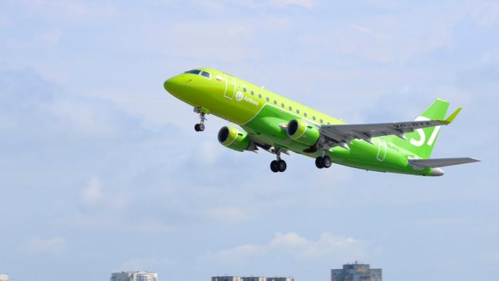 Стало известно, почему возник конфликт пассажира самолета с бортпроводниками