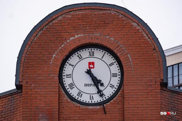 Сможете вспомнить, где видели часы из нашего теста?