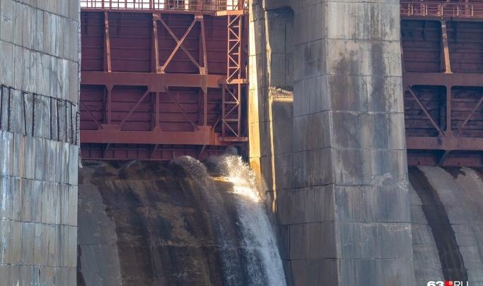 Жигулевская ГЭС открыла водосливную плотину раньше обычного. Что это значит?