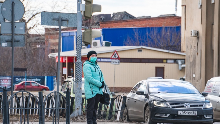 В Омске начали делать платные анализы на коронавирус, но пока не всем