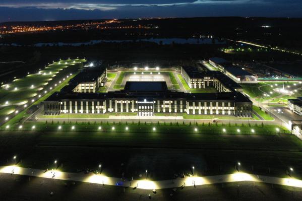 Так выглядит здание кемеровского кадетского училища, построенного по аналогичному проекту