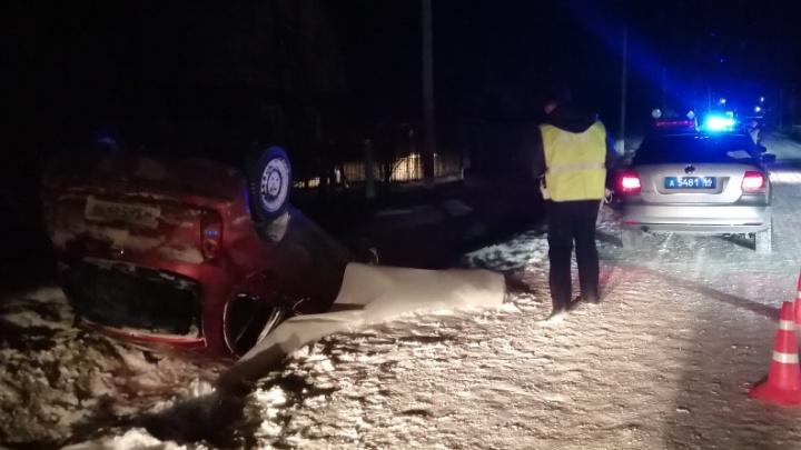 В Екатеринбурге Nissan вылетел в кювет и опрокинулся. Пассажирка погибла на месте