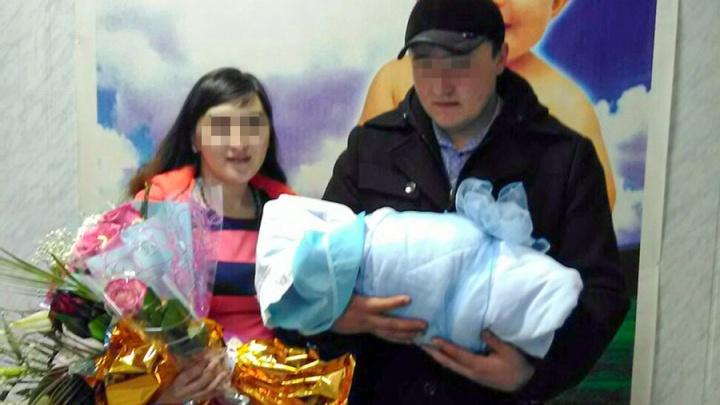Мать, которая оставила двухлетнего ребенка в сугробе, отделалась годом исправительных работ