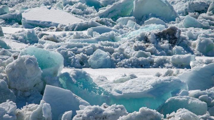 Фотограф снимает ледоход в Дудинке. Публикуем самые эффектные фото
