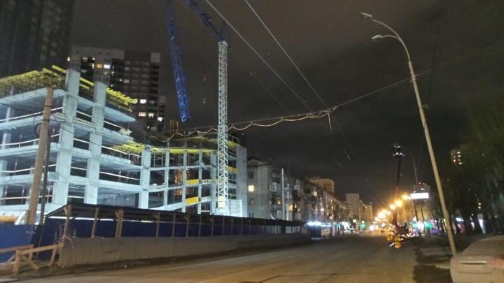 По Белинского, где обвалилась стрела крана, пустили троллейбусы: онлайн-репортаж