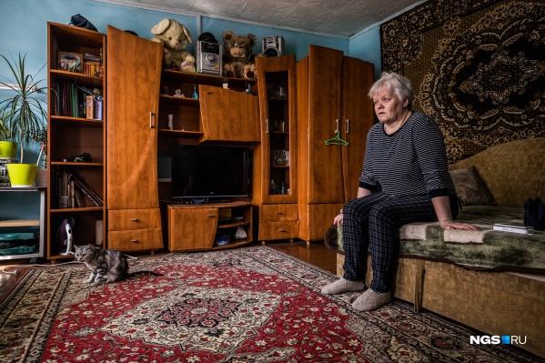 Людмила Седлецкая тяжело привыкала к своему бессилию из-за болезни, потому что раньше была активной, её походка— быстрой, а почерк — красивым. Когда она перестала контролировать свое тело, то у неё началась депрессия