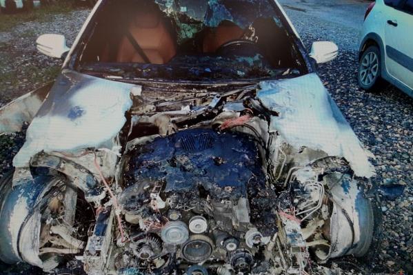 Белый Mercedes восстановлению не подлежит