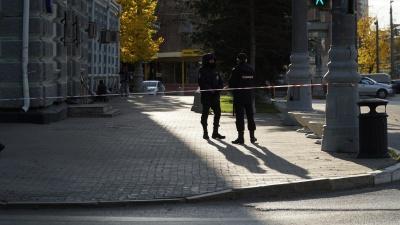 Здание МВД в Перми огородили лентой, по периметру дежурят полицейские