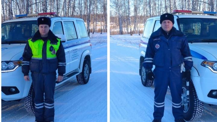 Полицейские помогли мужчине вытащить машину из снежной ловушки