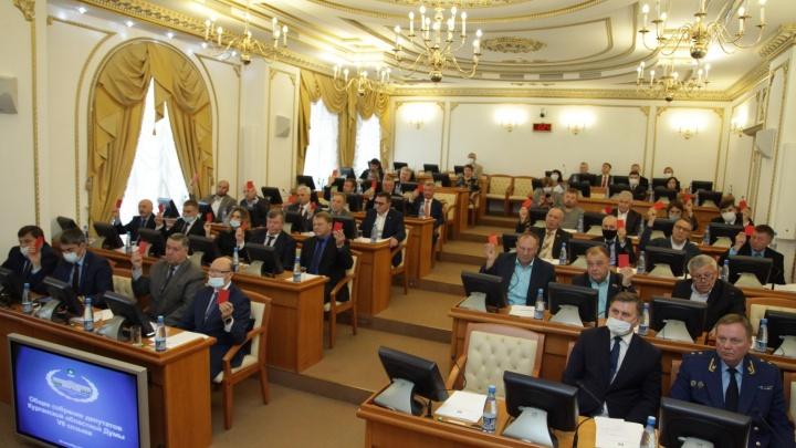 Депутаты Курганской облдумы VII созыва получили удостоверения