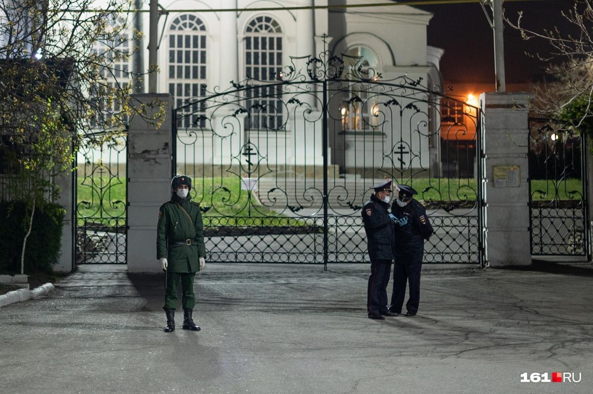 В Ростове-на-Дону первыми на службу пришли полицейские