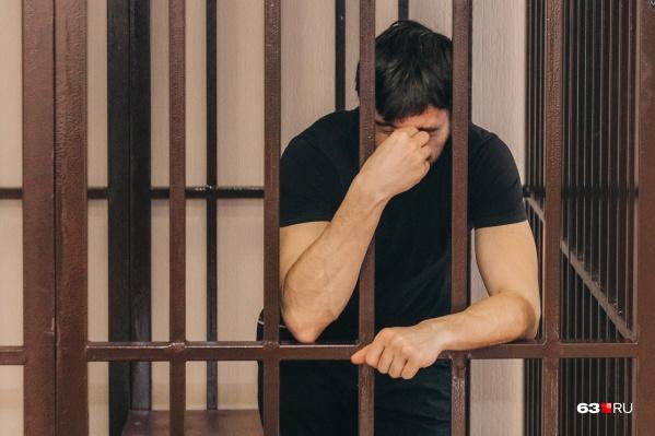Суда мужчина будет ждать за решеткой