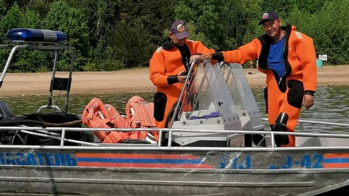 «Родственники сказали, что утонул»: спасатели нашли 49-летнего новосибирца, которого унесло сильным течением
