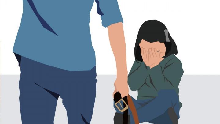 У екатеринбуржцев отобрали детей, после того как дедушка пожаловался в школу, что зять бьет внучку