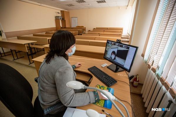 В Минобре считают, что оснований для перевода школ на дистант пока нет