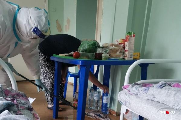 Женская часть семьи Баландиных оказалась в больнице, мужская — ждёт тесты на коронавирус вторую неделю