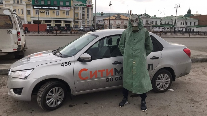 За рулём в противогазе: беседа по душам о коронавирусе с омским таксистом