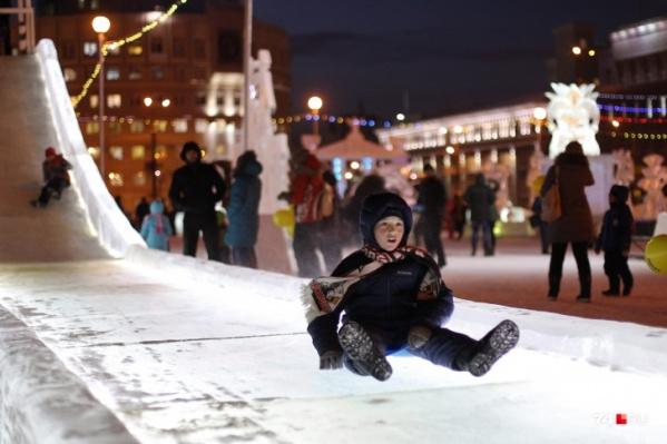 В Новый год ледовый городок на площади Революции будет работать до трех ночи