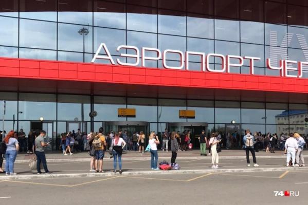 На время проверки информации о взрывном устройстве аэропорт пришлось закрыть