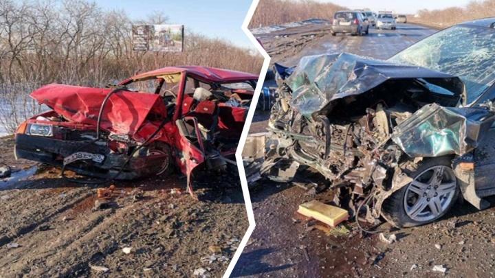 Выехал на встречку на затяжном повороте: под Ишимом произошла жуткая авария