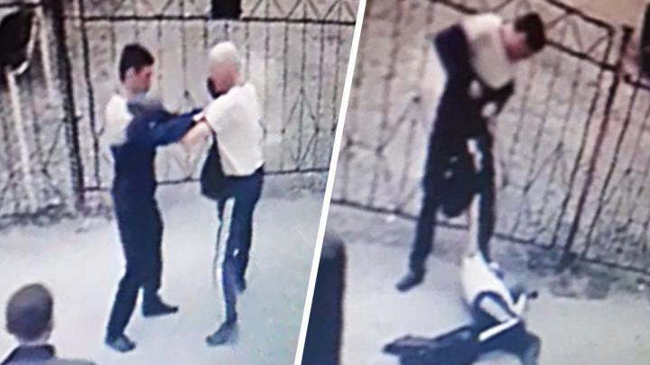 На Вторчермете полицейские поймали автомойщика, который избил пенсионера. Помогла запись с камер