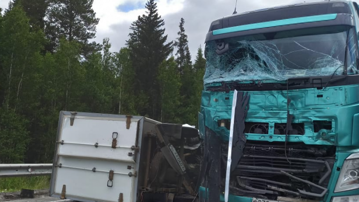 Пробка в пять километров: на трассе Пермь — Екатеринбург грузовик въехал в фуру