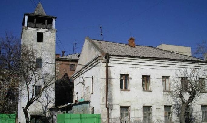 Власти хотят, чтобы каланчу на Осипенко спасли инвесторы. Памятник продают с молотка
