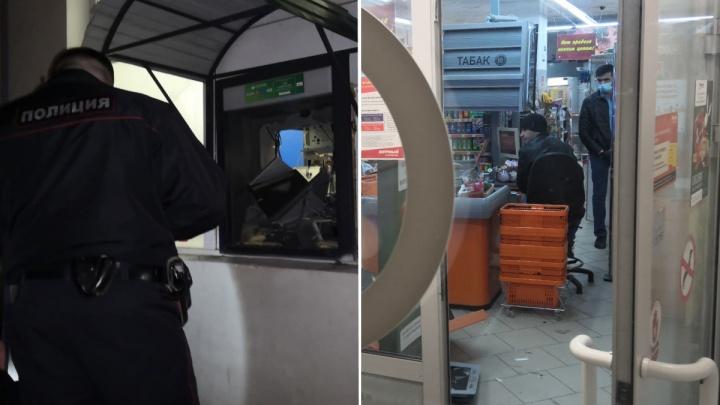 В банкомат закачали какое-то вещество: в полиции рассказали подробности ограбления со взрывом в Ревде