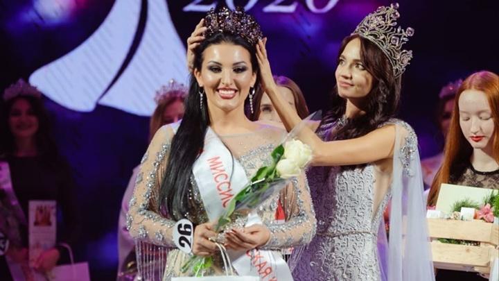Эффектная мама двоих детей получила титул «Королева Красноярска — 2020»