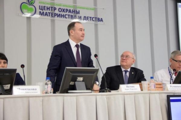 Борис Немик лечится дома