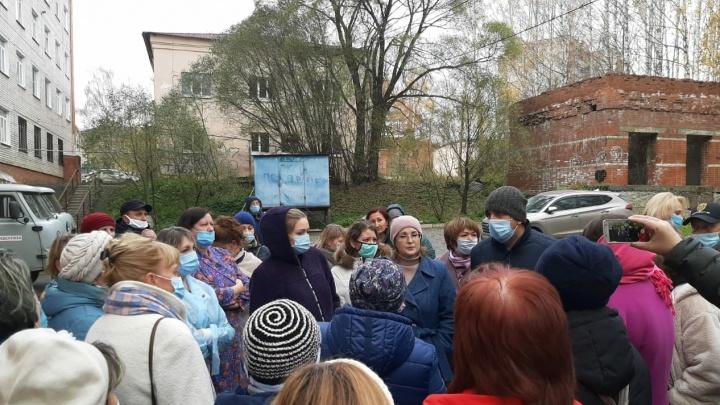 Мэр Златоуста пообещал транспорт для рожениц, чтобы они смогли вернуться из области домой