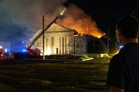 «Случайность или расчистка участка?»: в центре Котельниково вспыхнул дом культуры