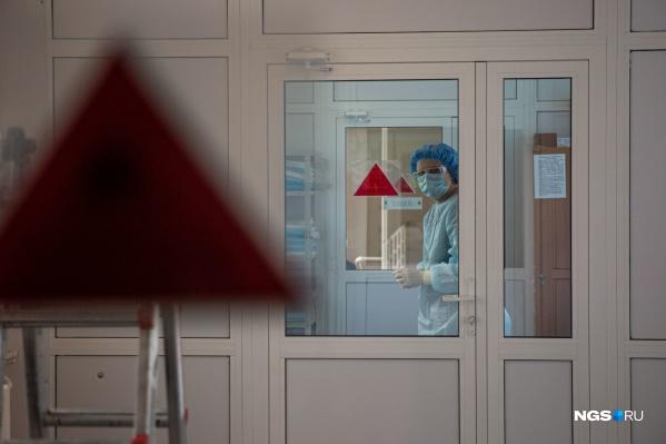 Госпиталь на базе 11-й больницы заработал с 20 апреля. До этого учреждение было многопрофильной клиникой, а сейчас принимает только больных коронавирусом и с подозрением на него
