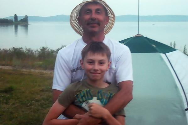 Александр любил своего сына и хотел подарить ему мотоцикл на 18-летие